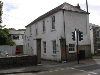 FREEHOLD OFFICE BUILDING, SUITABLE FOR OFFICE/DESIGN STUDIO - 3 CHURCH ROAD, PENRYN