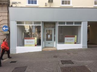 WELL PRESENTED PROMINENT SHOP PREMISES TO LET -  1 CAUSEWAYHEAD, PENZANCE TR18 2SN