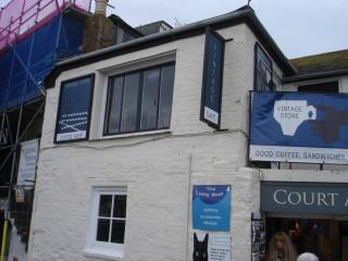 LEASEHOLD RETAIL/ANCILLARY CAFÉ PREMISES - 1 ROSE LODGE, COURT ARCADE, WHARF ROAD