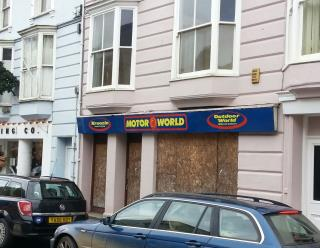 GROUND FLOOR RETAIL PREMISES TO LET - 14 RIVER STREET