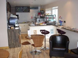 MIX USE PREMISES - FOR SALE - LAUNDERETTE, CAFE AND IMMACULATE FIRST FLOOR APARTMENT - PENGELLY WAY, THREEMILESTONE
