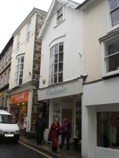 FIRST AND SECOND FLOOR RETAIL / STUDIO / OFFICE PREMISES TO LET - 7 HIGH STREET