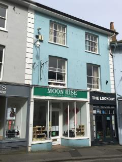 RETAIL PREMISES TO LET - 5 ARWENACK STREET, FALMOUTH TR11 3JD