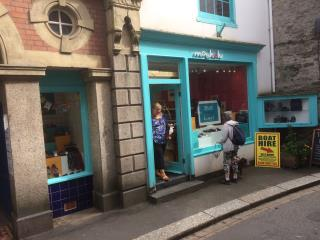 GRADE II LISTED LOCK UP SHOP IN PRIME LOCATION TO LET - 8 FORE STREET, FOWEY PL23 1AQ