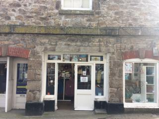 GRADE II LISTED GROUND FLOOR LOCK-UP SHOP TO LET - 2 MARKET HOUSE, MARKET PLACE, ST IVES