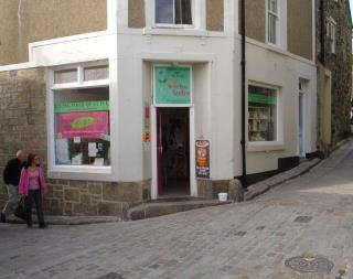TO LET - LOCK UP SHOP - 5 QUAY STREET