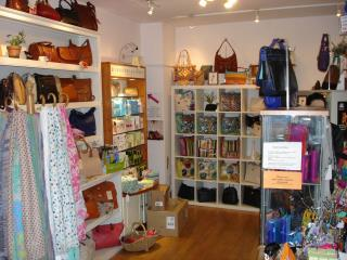 PROMINENTLY LOCATED SHOP TO LET - 4/5 MARKET STREET